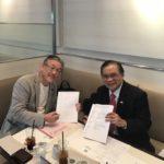詩g人gAgreement with QRD Mr Gerry/QRD社ゲリー社長との調印式